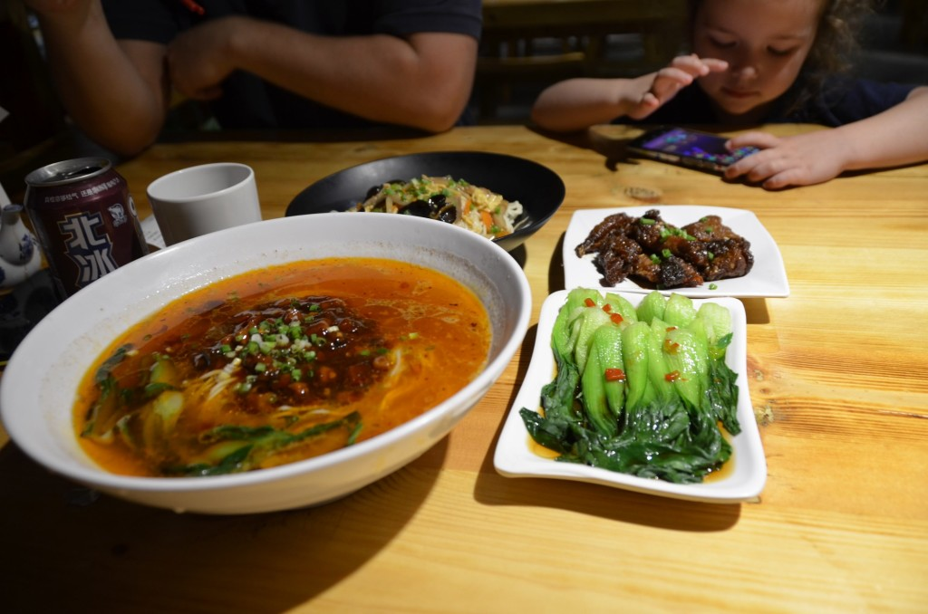 comida chinesa couve sopa noodles