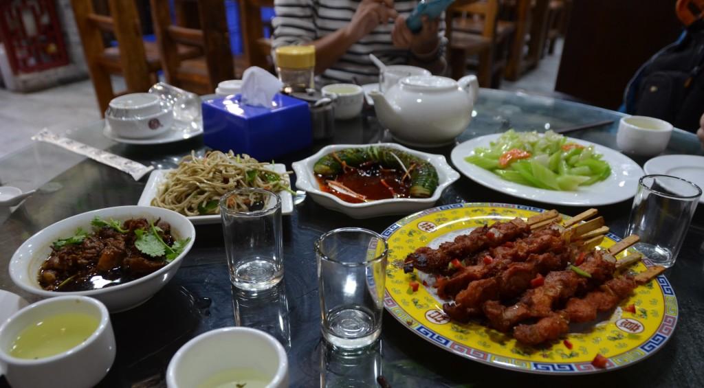 comida chinesa espetinho carne beijing