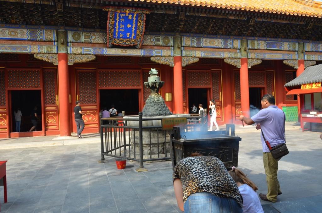 templo yonghe lama incenso incensário budismo budista prece