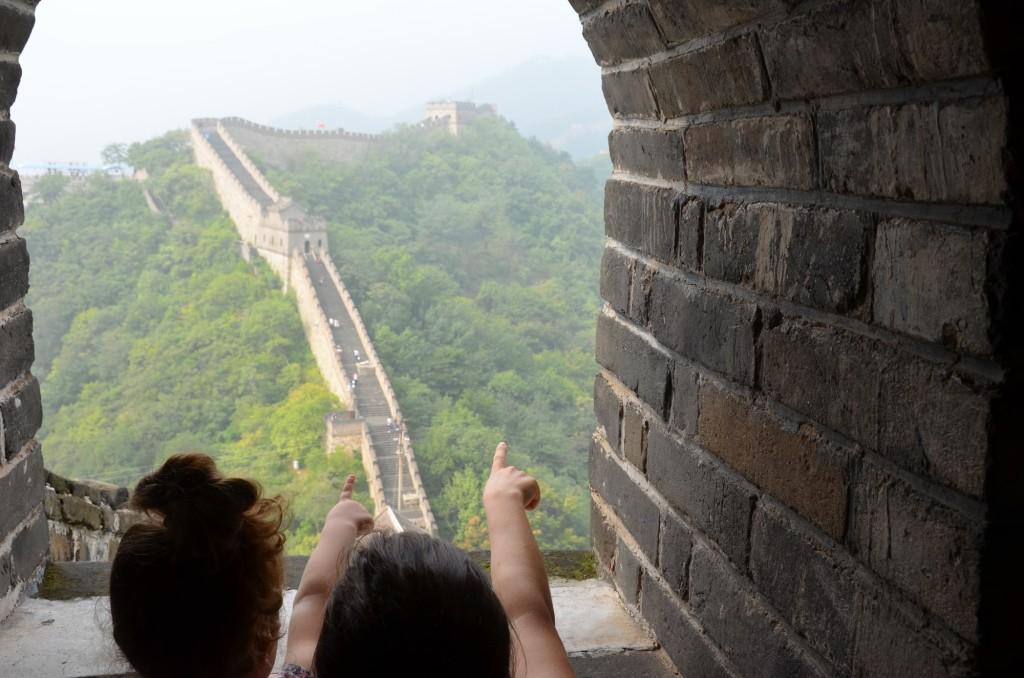 vista muralha da china mãe filha criança pequim beijing
