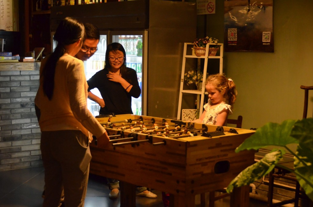 chineses criana jogando pimbolim china beijing pequim