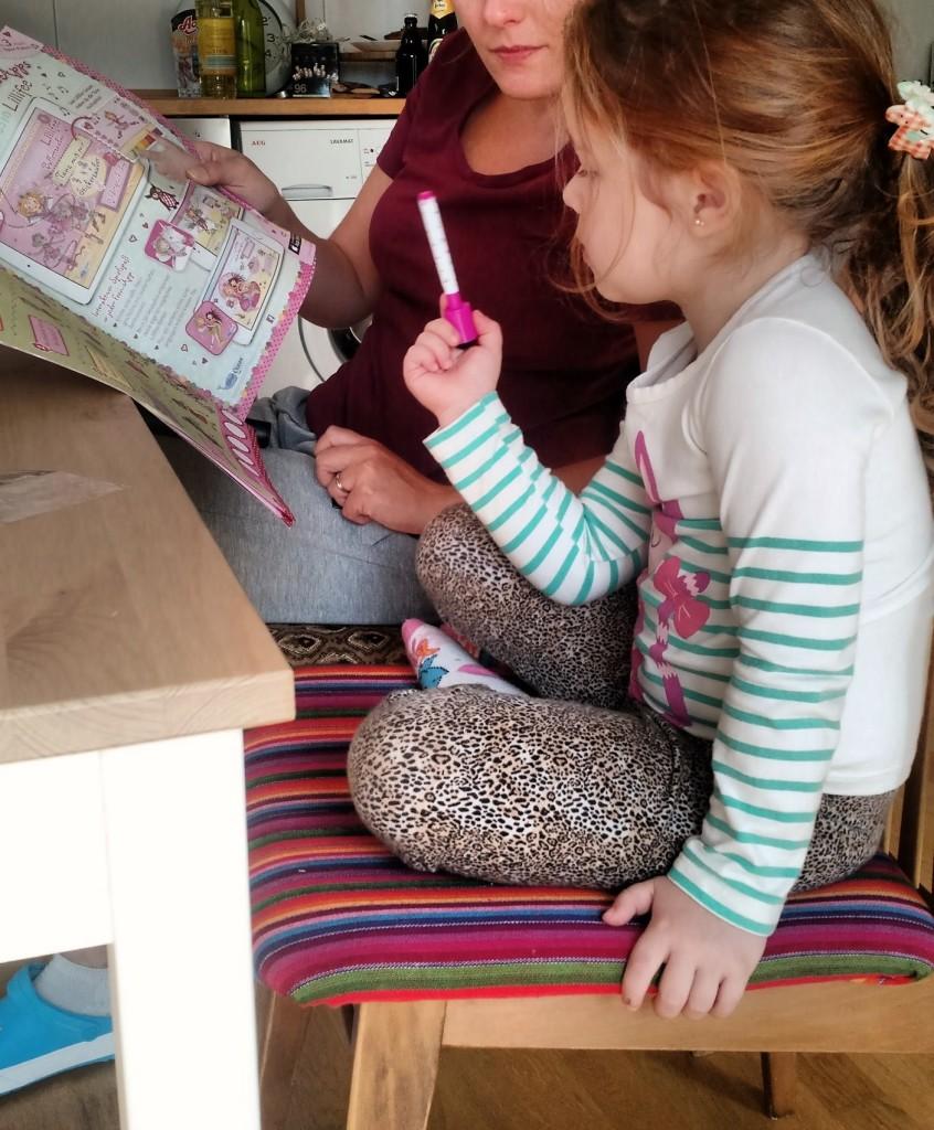 tia, criança, brincando, o que minha filha aprendeu em viagens