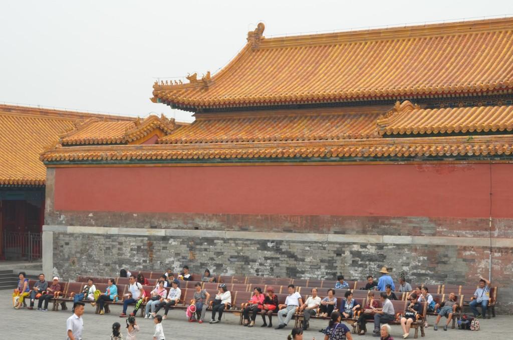 cadeiras cidade proibida gente sentada chineses china beijing pequim