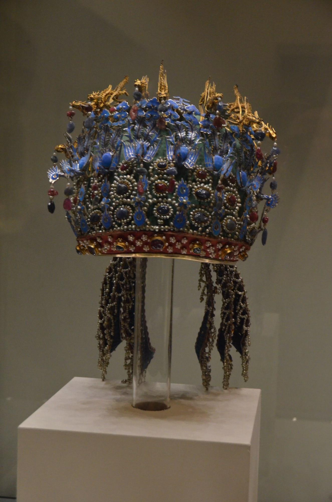 coroa princesa chinesa azul bordado pedrarias