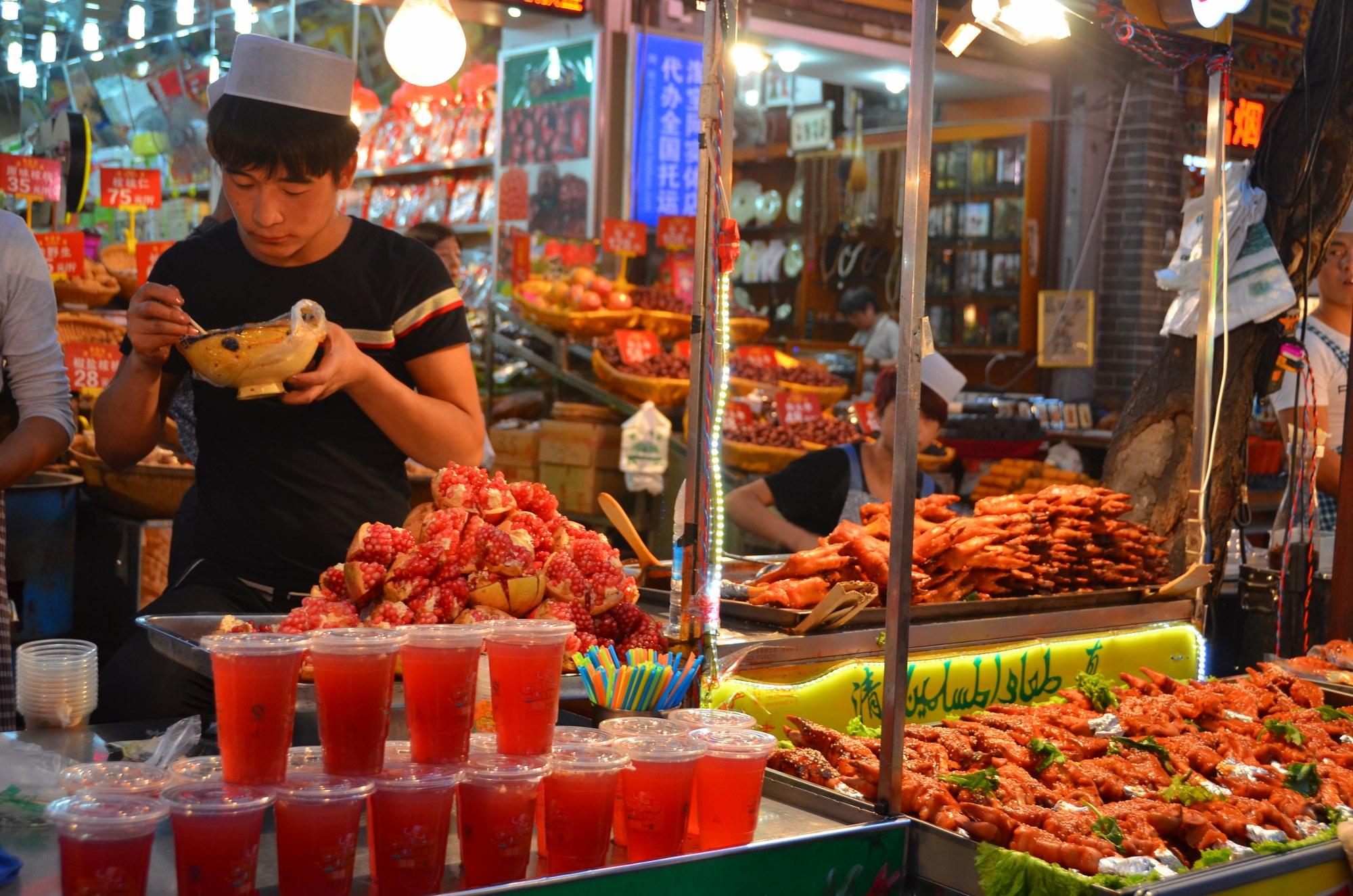 muslim quarter xi'an quarteirão muçulmano china romã suco