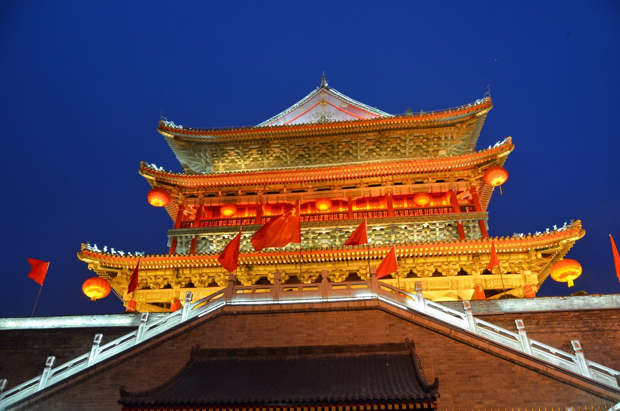 Torre do Tambor: iluminada, os chineses sabem simplesmente TUDO de luz!