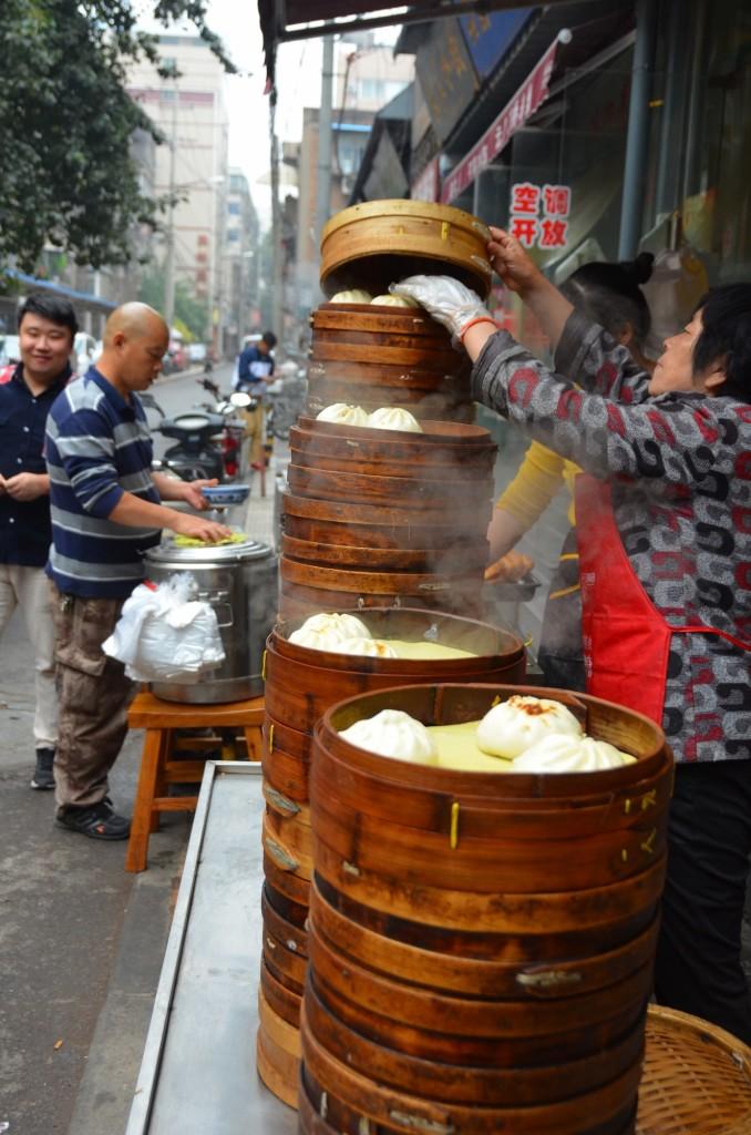 café da manhã chinês dumpling buns cesto bambu xi'an fumegante