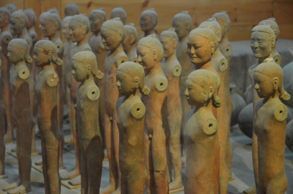 Figuras de cerâmica no museu do Mausoléu Han Yang Ling