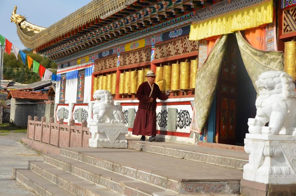 roda de oração templo gami budista monge china