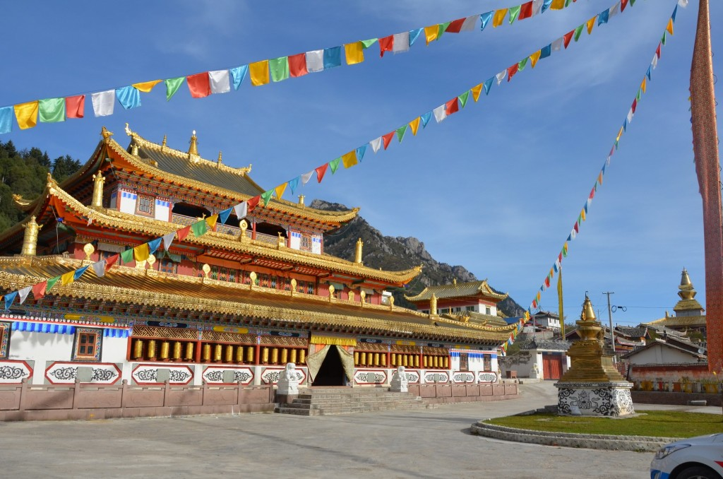 O Templo Gami, Aba, Sichuan. Jiuzhaigou budista