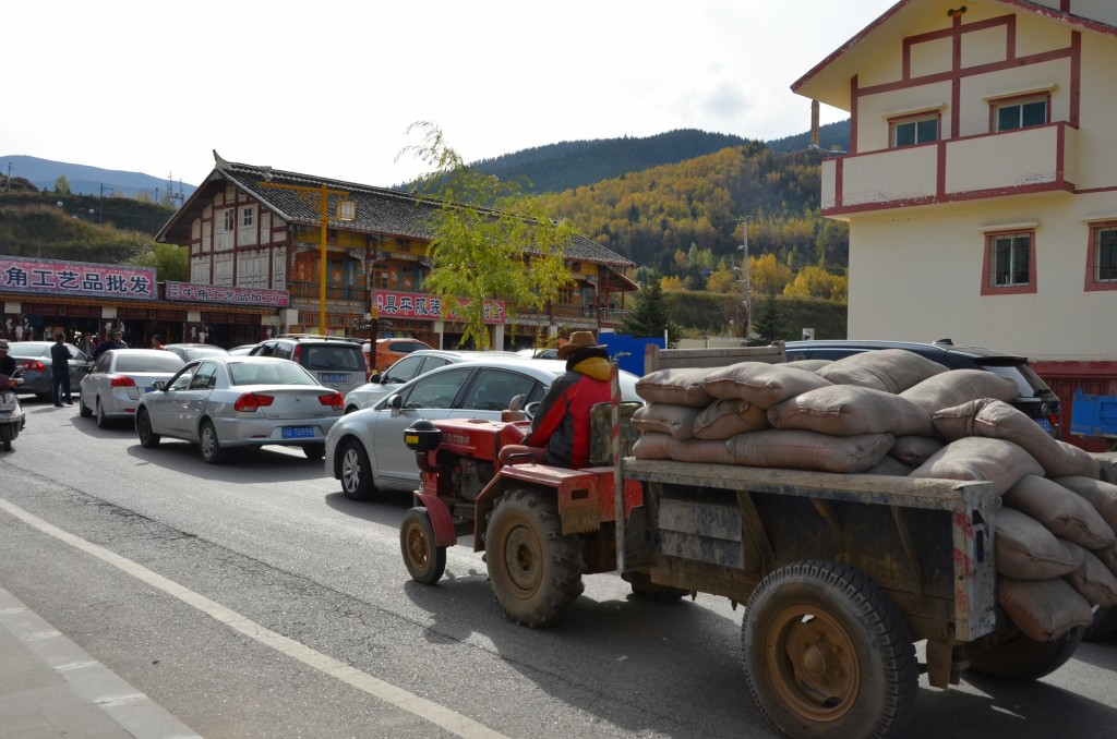 trator carregado congestionamento china