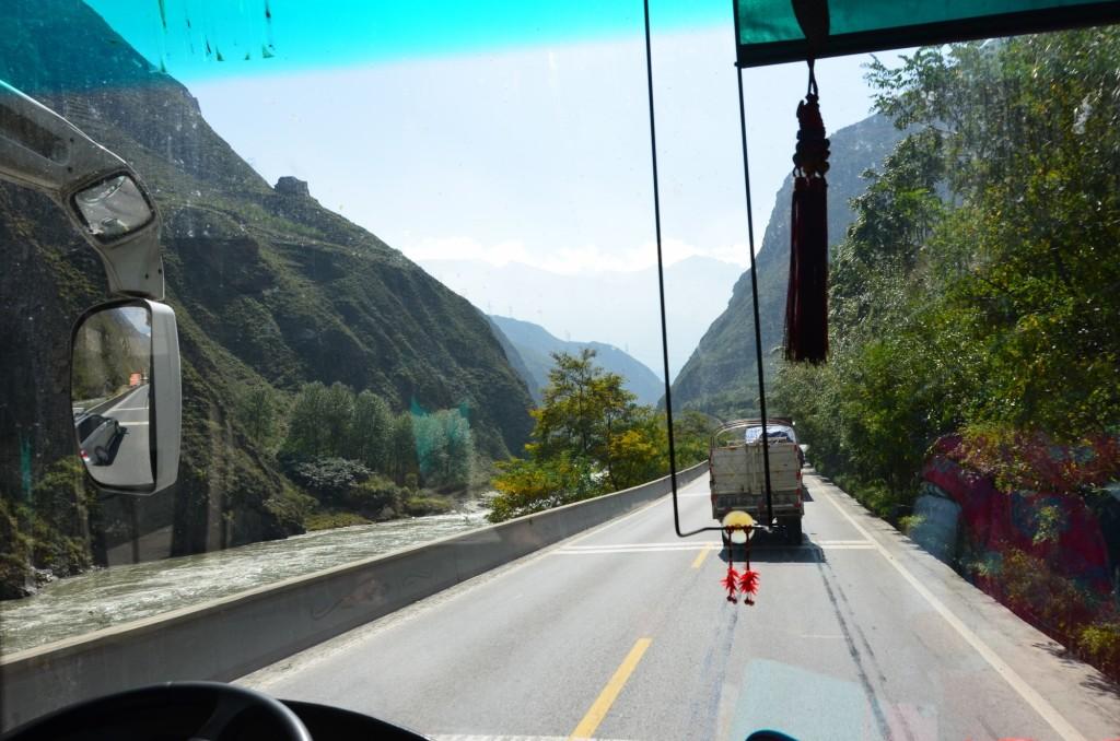 planície chengdu estrada caminhão ônibbus