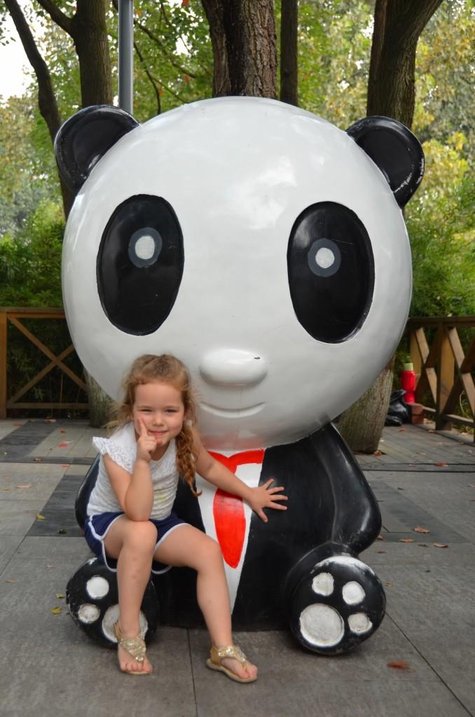 criança menina panda