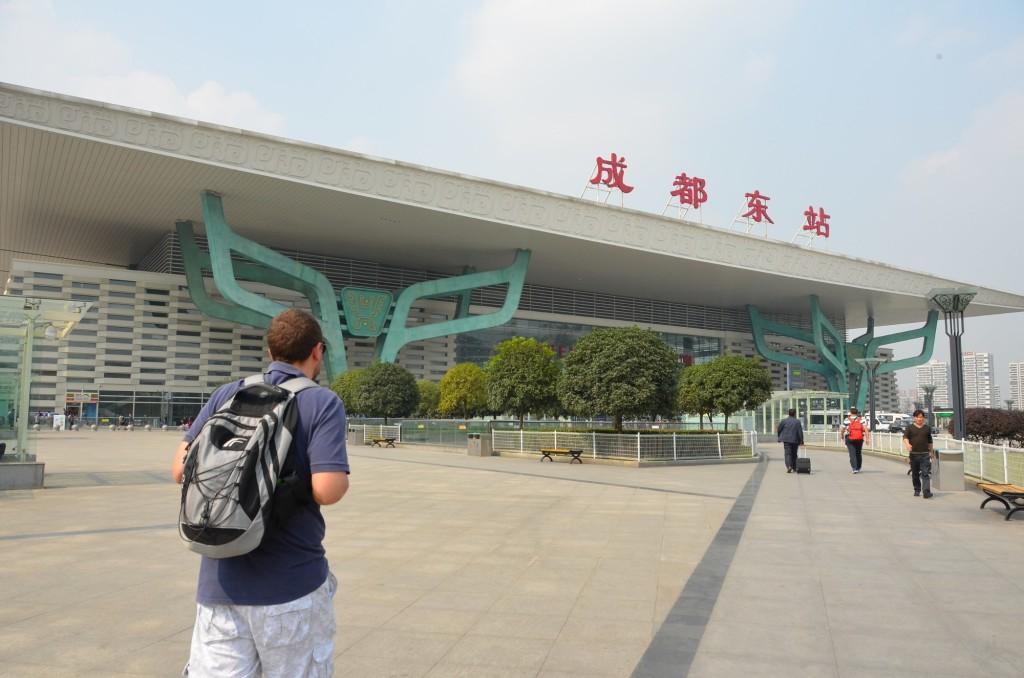 estação trem leste chengdu prédios modernos
