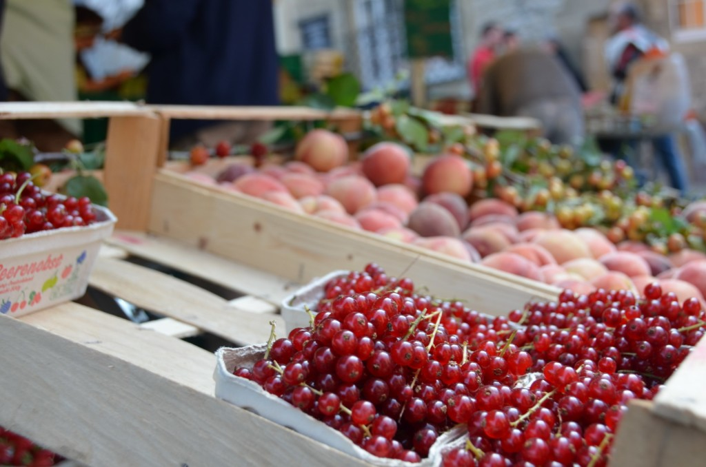 feira fruta groselha pêssego