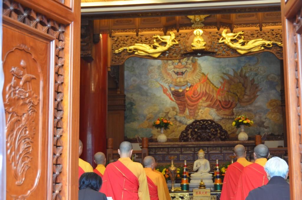 cerimônia budista monges leshan buda china