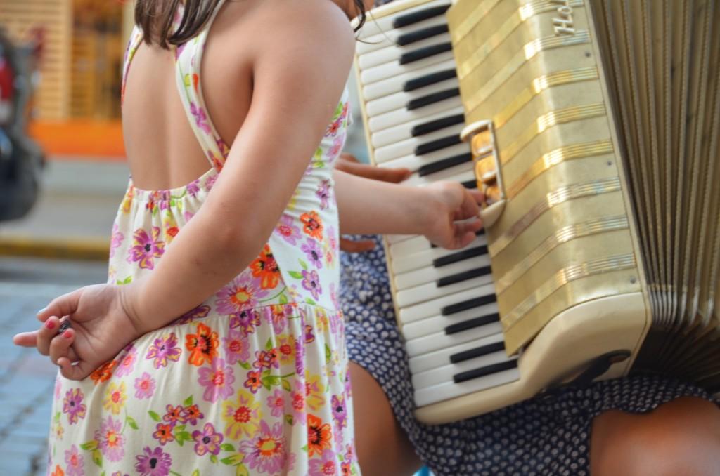 acordeão acordeonista música de rua gaita ensinando a tocar