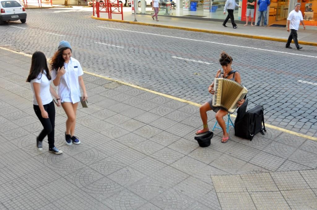 acordeão acordeonista música de rua gaita