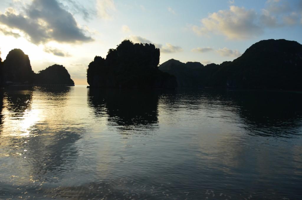 haong bay cat ba vietnam mar penhasco vietnam