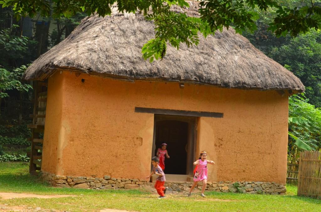 casa etnia hani sem janelas museu etnografia etnologia hanoi vietnam