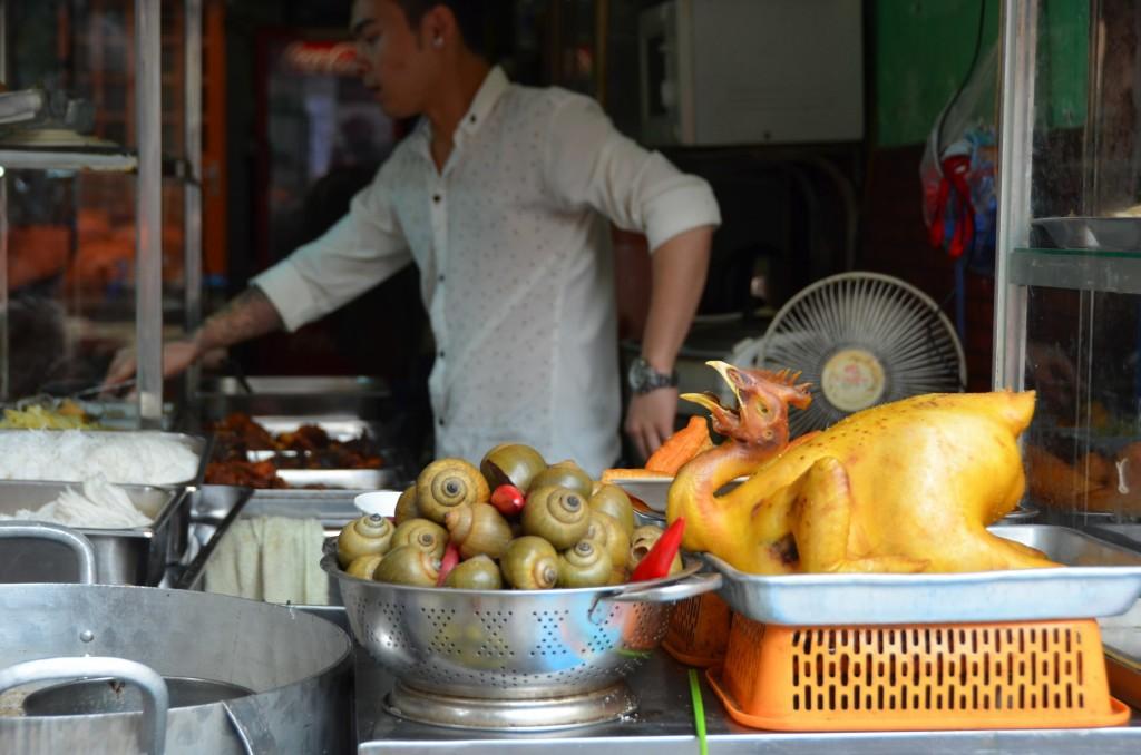 comida de rua vietnam hanoi galinha caramujo