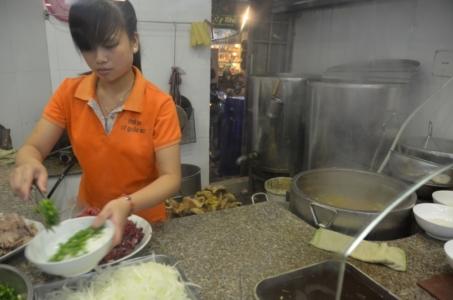 cozinhando pho preparando cozinha hanoi vietnam comida vietnamita