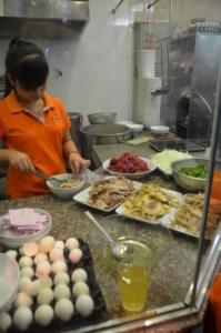 pho 10 vietnam hanoi preparando cozinha
