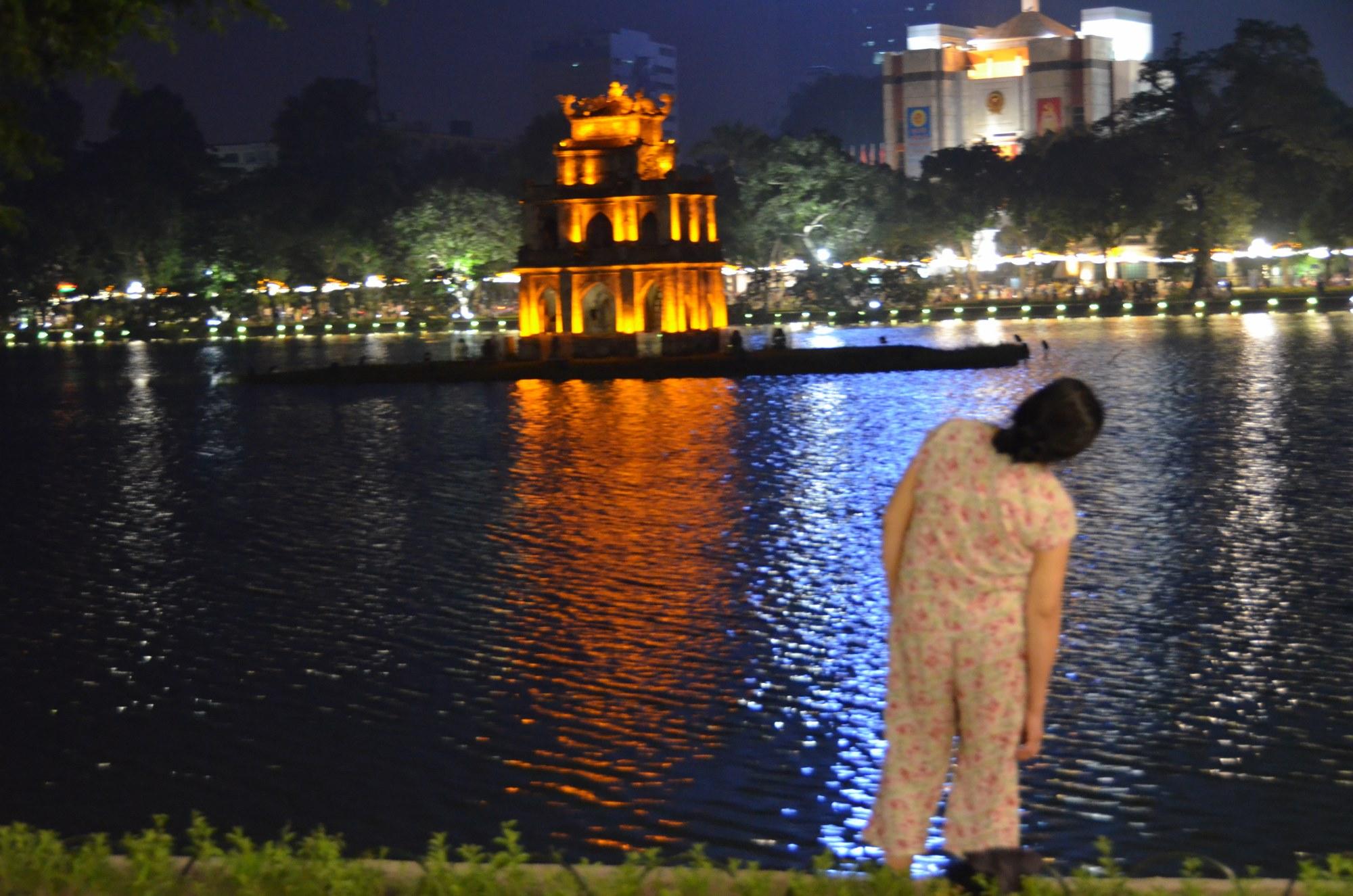 tai chi chuan beira do lagoi noturno noite senhora idosa