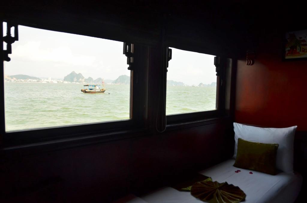 Imperial legend quarto vista barco cama halong bay vietnam