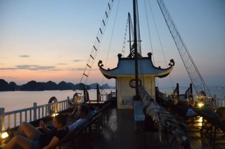 barco halong bay baía mar crepúsculo