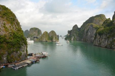 halong bay vietnam água mar baía barcos