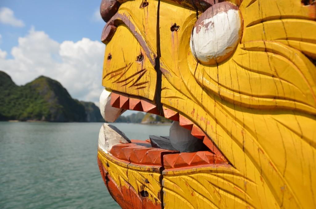 proa barco animal dragão vietnam mar