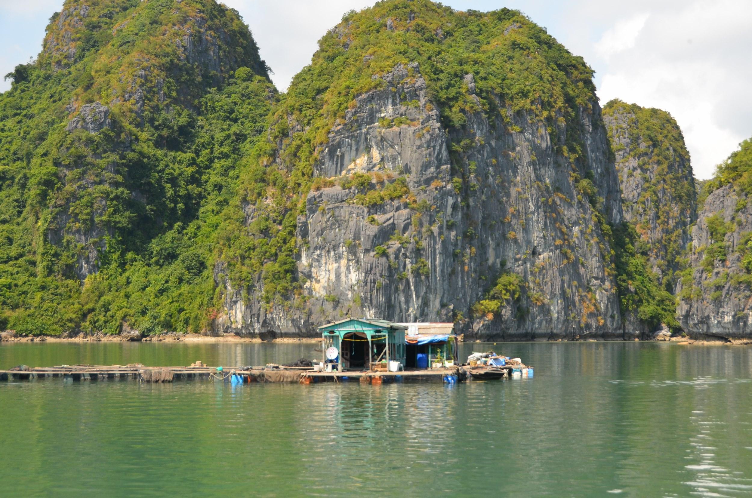 casa flutuante água baía halong bay vietnam mar