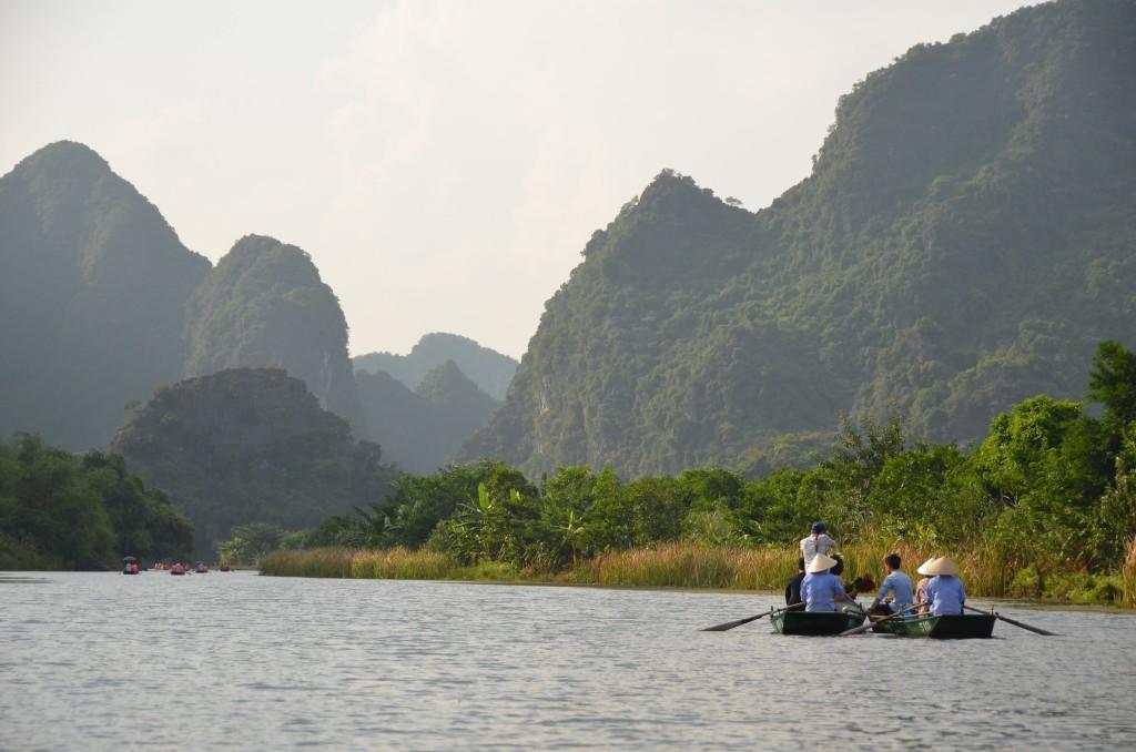 tam coc, passeio de barco, rio, montanhas, vietnam, ninh binh
