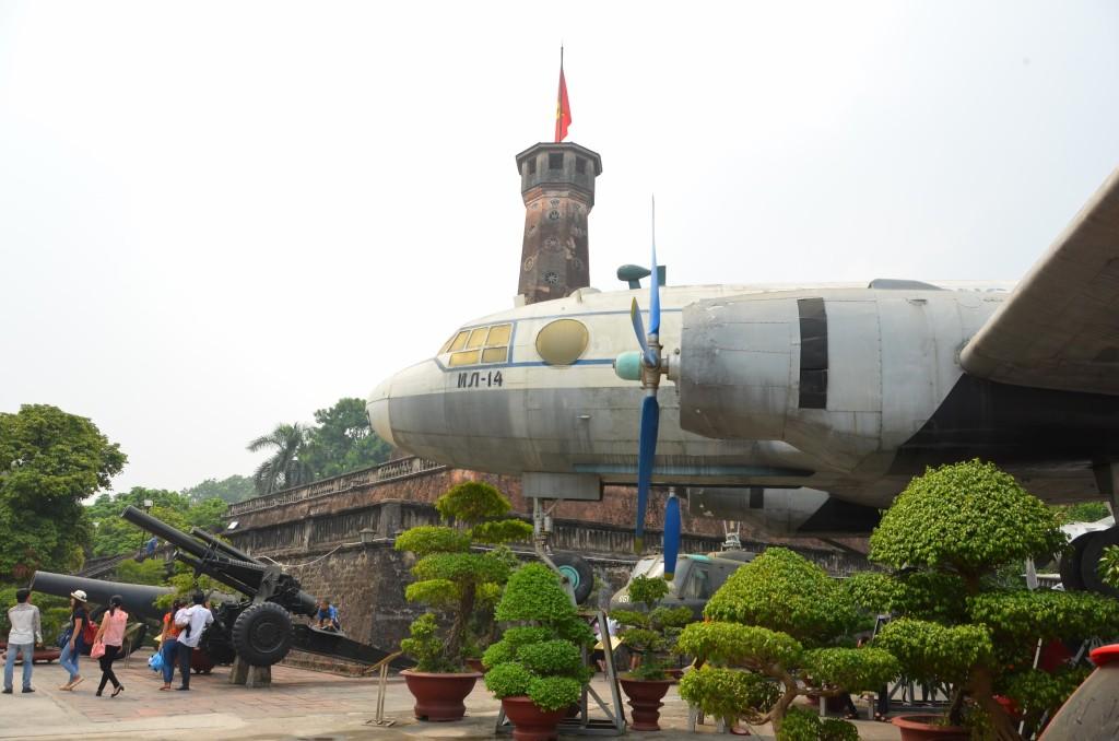 bonsai, museu imooerial da guerra, vietnam, hanoi