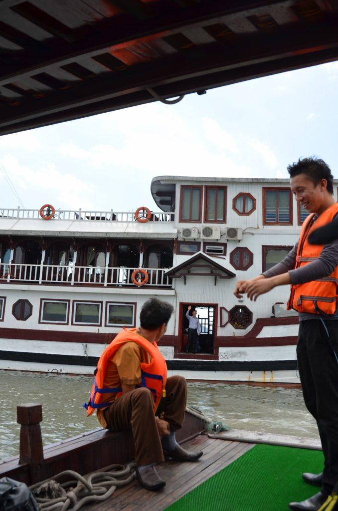 cruzeiro, halong bay, vietnam, guia, empatia, tuismo, golpe