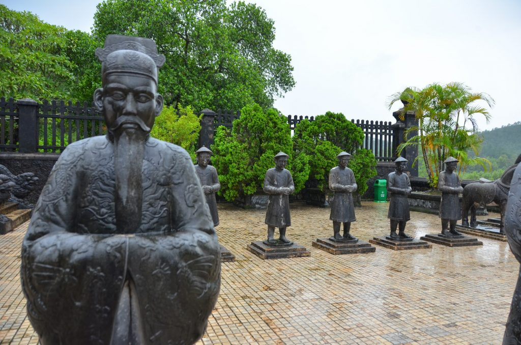 mandarim, mausoléu, vietnam, hué, estátua